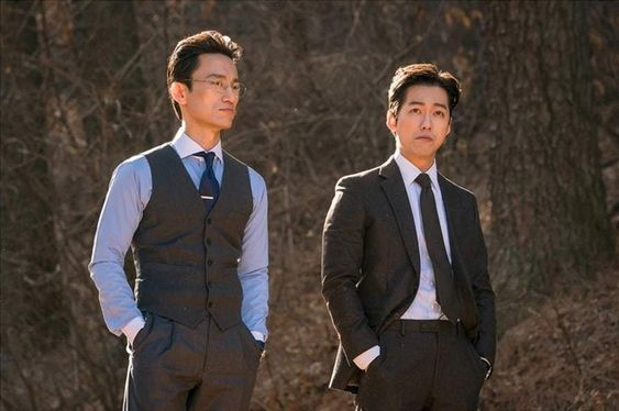 """Namgoong Min And Kim Byung Chul Have A Leisurely Yet Tense Chat In """"Doctor Prisoner"""""""