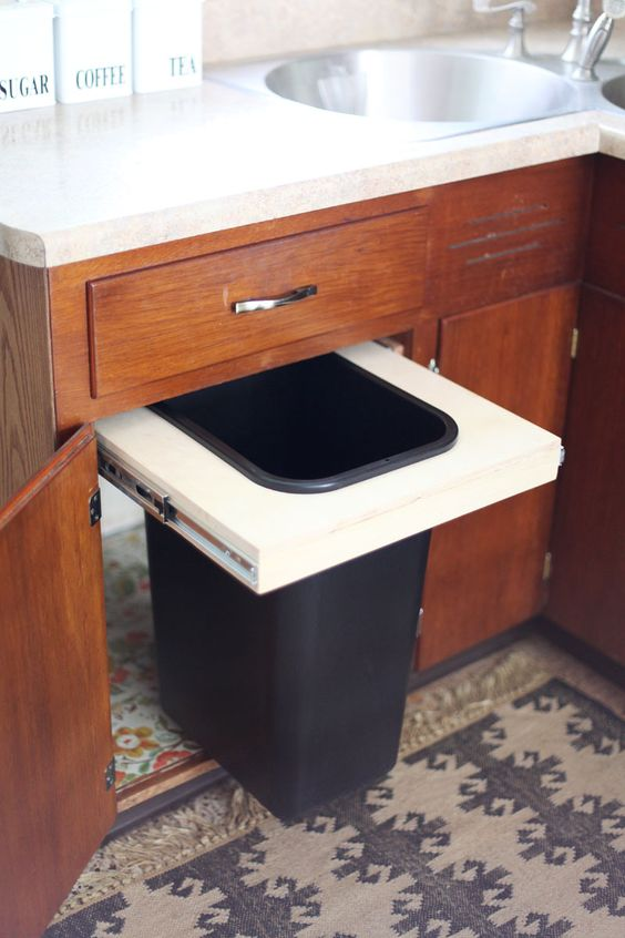 Convert A Cabinet Into A Pull Out Trash Bin   A BEAUTIFUL MESS   Cocina!    Pinterest   Trash Bins, Kitchens And Organizations