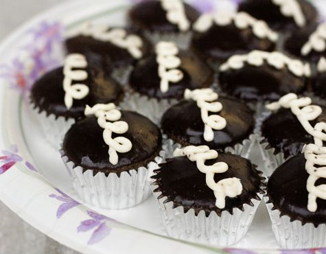 Caffeine-Spiked Mini Hostess Cupcakes « 17 and Baking