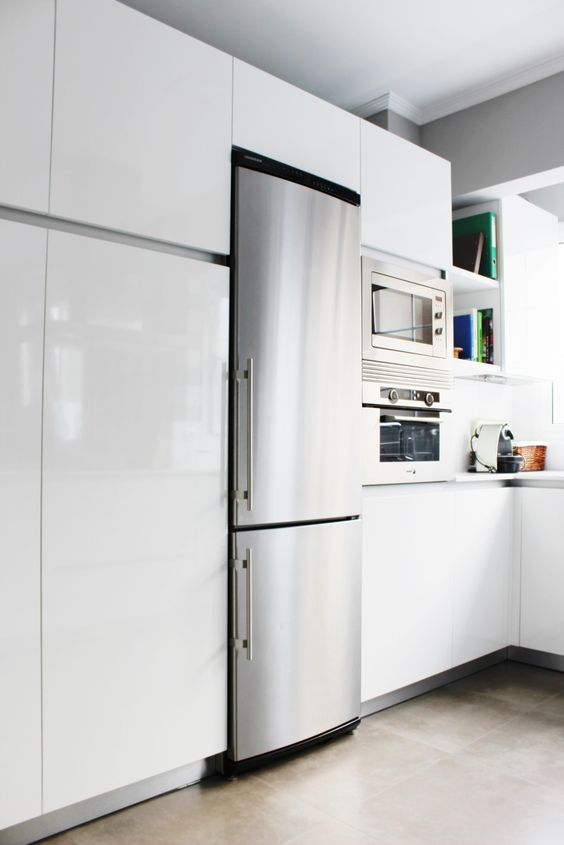 Murales de gran capacidad la cocina es en blanco con for Proyecto muebles de cocina