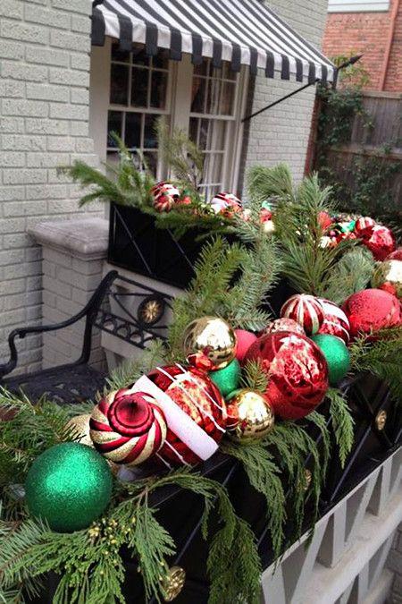 17 Ideas Para Decorar Tu Balcón O Terraza En Esta Navidad Decoracion Navidad Balcones Decoracion Navideña Balcones Adornos De Navidad De Arpillera