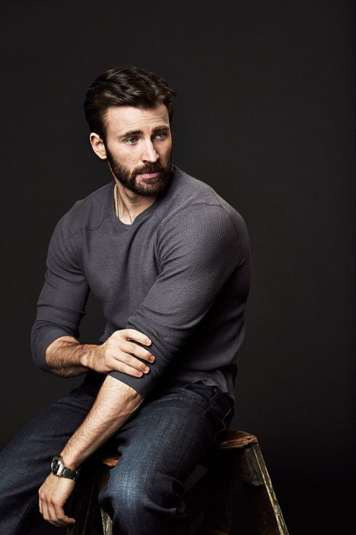 'Captain America's' Chris Evans Says He's Ready to Leave Acting Behind   Variety - NOOOOOOOOOO :'(
