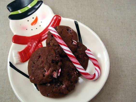 julesmåkage med chokolade, chokolade, mørk chokolade, smør, mørk farin, æg, bagepulver, hvedemel, polkagris, pebermynte, kakaopulver, jul, småkage, kage