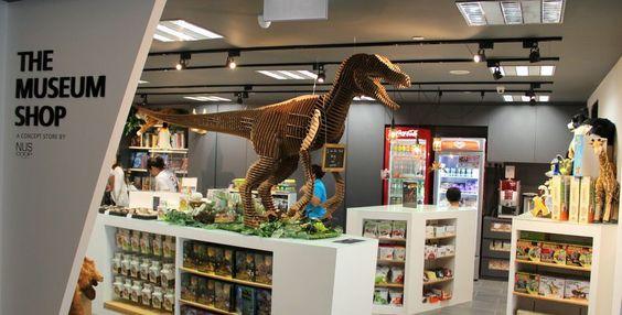 Bảo tàng có gian hàng bán đồ chơi, thức ăn, đồ uống.