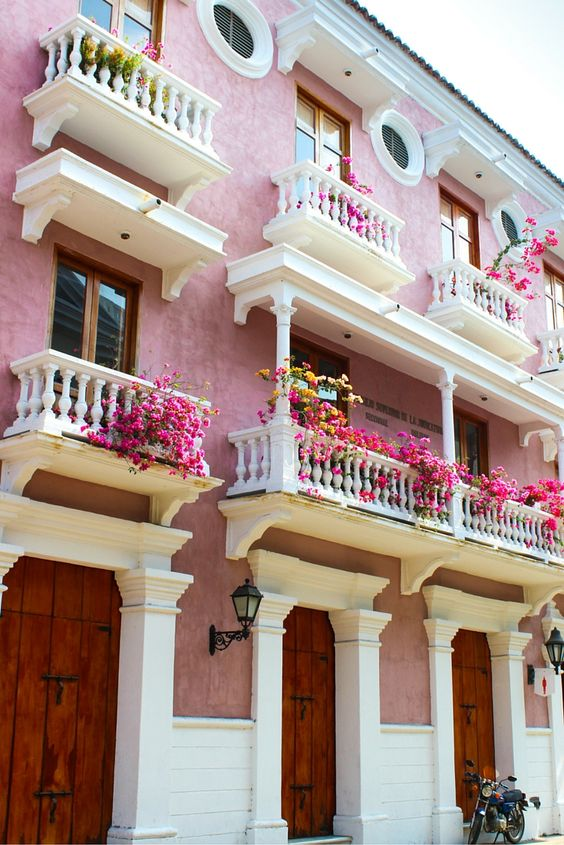 The laneways of Cartagena, Colombia- one of the most beautiful cities in South America!