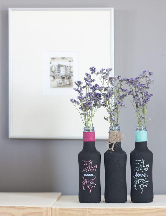 Botellitas de refresco recicladas con pintura pizarra (chalk paint){by Azucarillos de Colores}