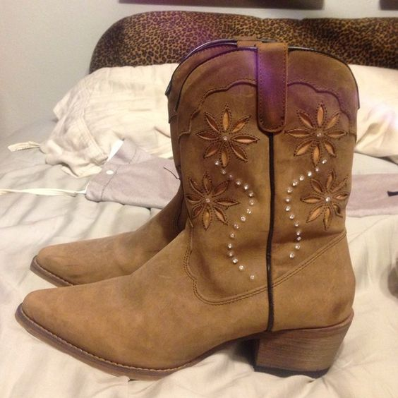 Real leather cowgirl boots size 8 1/2 | Cowgirl, Botas de vaquera ...