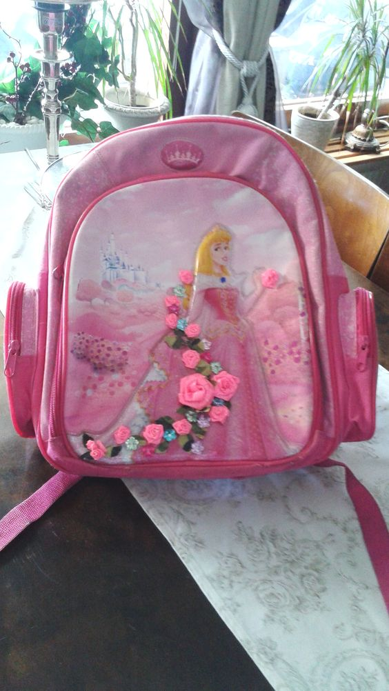 The finish :D Disney fairytale Cinderella backpack. Here can you se how a rose out of ductape is made. https://www.youtube.com/watch?v=2IMRXU9aZoI