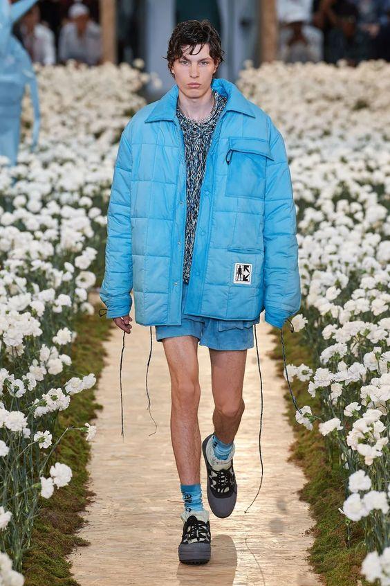 Pourquoi le micro-short va régner en maître cet été ? | Vogue Paris