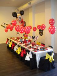 Tons of Mickey/Minnie Mouse party ideas