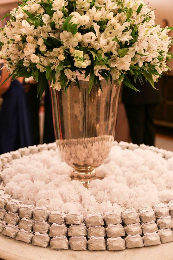 Resultado de imagem para bem casado mesa