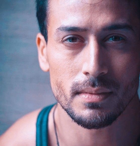 Pin By Super Rabab On Tiger Shroff In 2021 Tiger Shroff Hairstyle Look Old Hairstyles