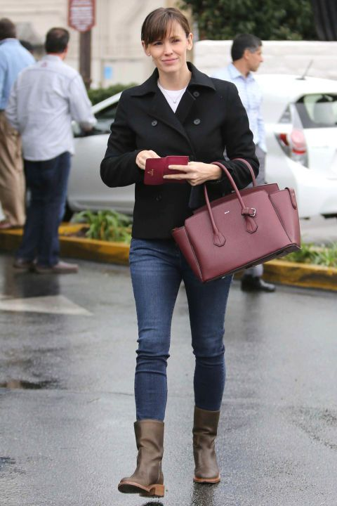 Jennifer Garner is the definition of casual & cute
