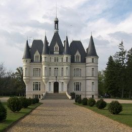 Ch teaux ch teaux and luxe on pinterest for French chateau style homes for sale