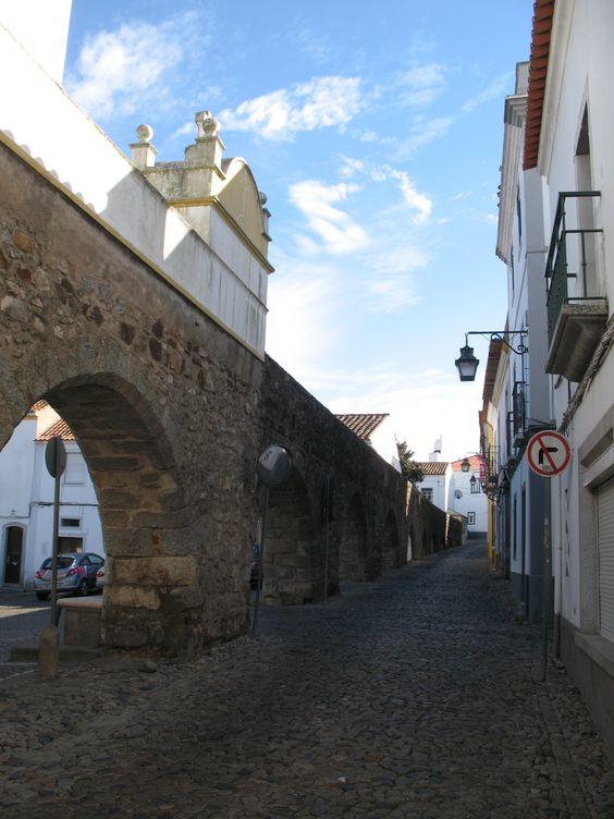 Aqueduto, Évora, Portugal. Fotografia de Fernanda Sant`Anna do Espirito Santo e Clóvis do Espirito Santo Jr.