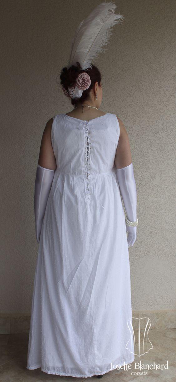 Vestido sem mangas império em algodão e cambraia brancos.  Site: http://www.josetteblanchardcorsets.com/ Facebook: https://www.facebook.com/JosetteBlanchardCorsets/ Email: josetteblanchardcorsets@gmail.com josetteblanchardcorsets@hotmail.com