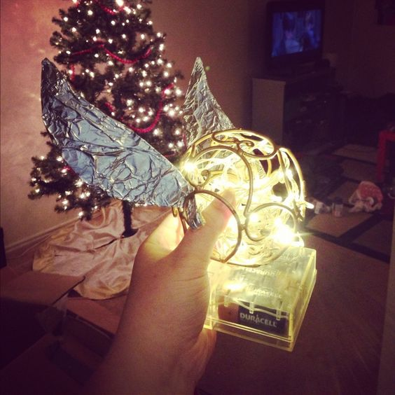 Harry Potter Christmas Tree Topper: Golden Snitch Tree Topper..@Hanna Edel Thought You Would