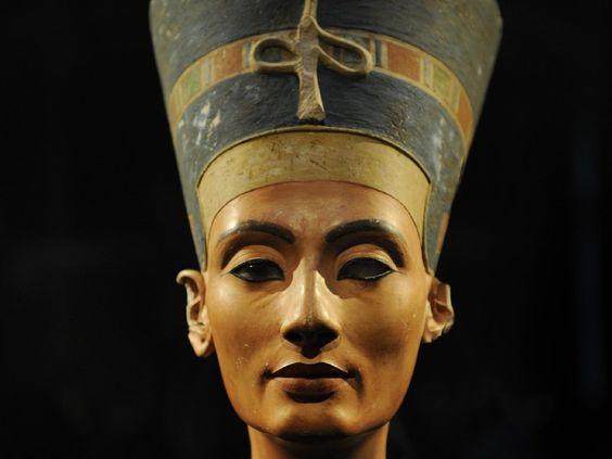 Liegt Nofretete bei Tutanchamun oder nicht? Forscher vermuten sie hinter Tutanchamuns Grabwand. - dpa