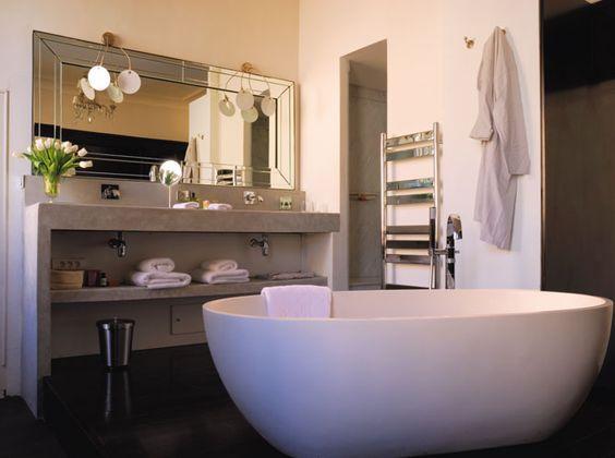Salle De Bain grande salle de bain contemporaine : http://www.maison-deco.com/salle-de-bains/deco-salle-de-bains/Les ...