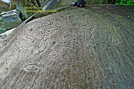 bradshawfoundation.com  El Yunque Rainforest petroglyphs - east