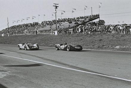 Nr.36.Dan Gurney – Lola T70 Mk.3B Ford, nr.4.Bruce McLaren – McLaren M6A Chevrolet .Mosport 1967