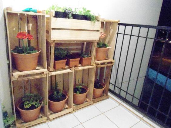 pequena horta no jardim : pequena horta no jardim:Sacadas Pequenas: Horta em Caixotes de madeira