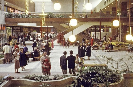 Southdale's layout —featuring a center atrium under a skylight, escalators, a huge parking lot, air conditioning, and heating — provided a model for many malls that followed. Until that point, most shopping centers were single-level and outdoors, with store entrances facing the parking area.