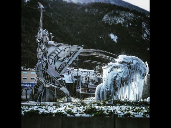 Andorra Escultura Gelada De La Dama De Gel Escaldes Engordany Natural Landmarks Landmarks Mount Rushmore