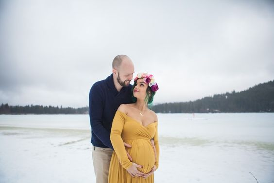 Winter Maternity Session | Stephanie Steiner Photography | Life + Lens | Bloglovin'