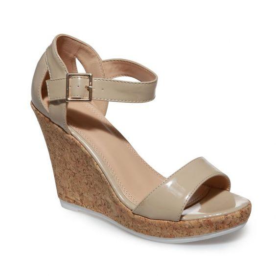 Sandales compensées beiges vernis