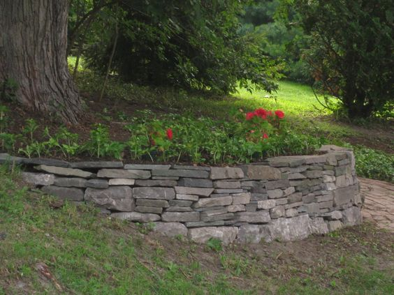 Making A Retaining Wall For A Tree Sloped Garden Landscaping Around Trees Backyard Trees Landscaping