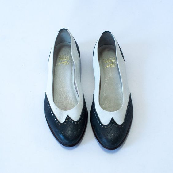 vintage navy blue and white leather flats bass oxford