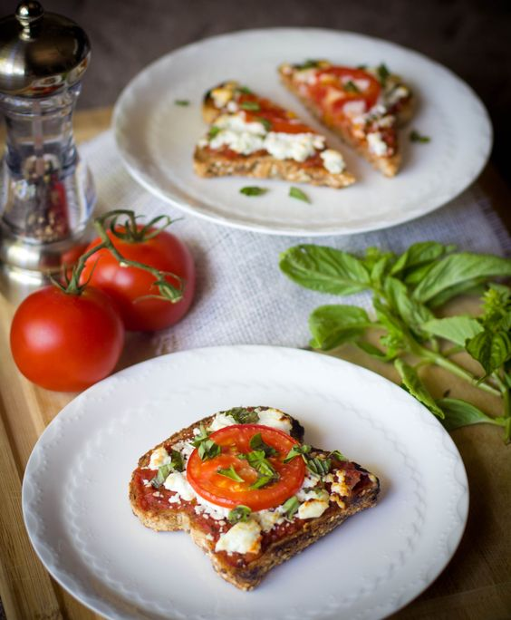 Pizza Toast RULES!! It's fast, healthy, and delicious! What more could a girl want?!