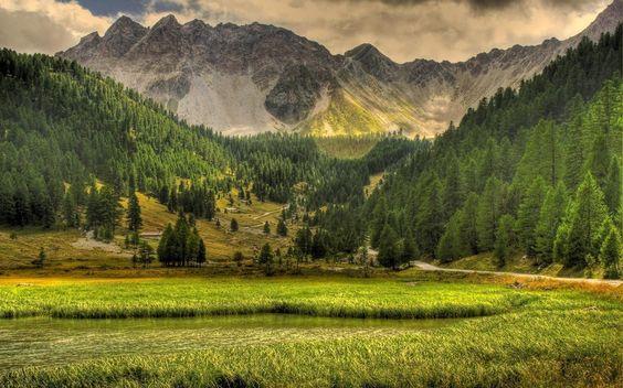 Nature, paysages, montagnes, arbres, lac, herbe, ciel, nuages, routes Wallpaper