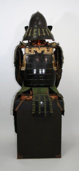 Momonari kabuto, midori iro otoshi okegawa dou gusoku, completely matching, Edo period.