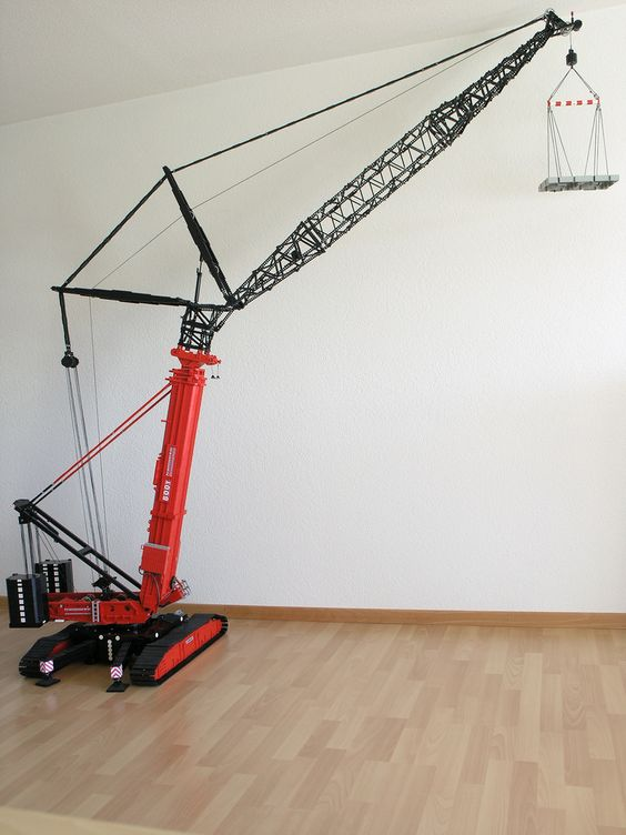 Telescopic Crane Components : Crawler crane with telescopic boom based on the