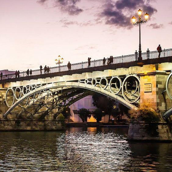 Atardecer en el puente de Triana en Sevilla. #photo #photos #pic #pics #picture #pictures #snapshot #art #beautiful #instagood #picoftheday #photooftheday #color #all_shots #exposure #composition #focus #capture #moment @viveandalucia @andalucia_monumental @andaluciaviva