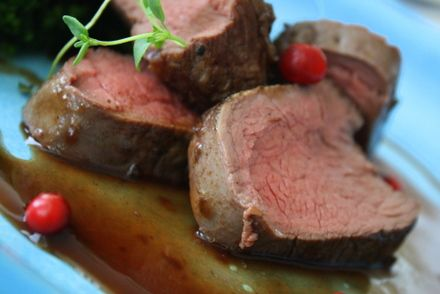 Mör kalvfilé i smakrik rödvinssky - Jennys Matblogg