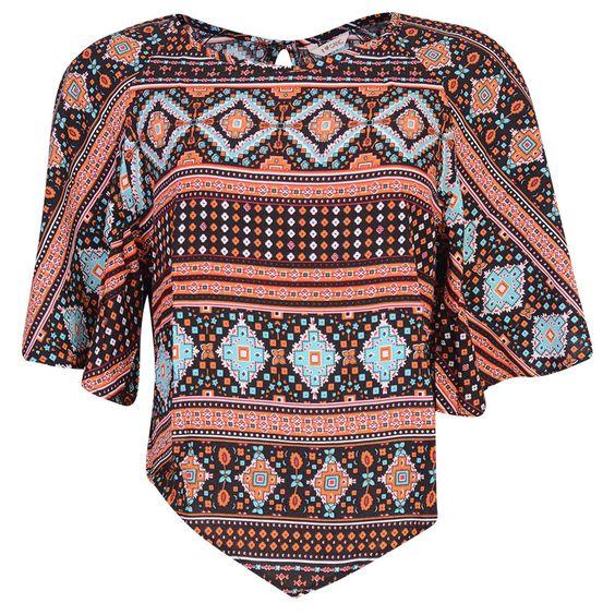 #Blusa de viscose em tecido plano com estampa #etnica e botão funcional nas costas. Com manga evasê e ponta fronta, essa peça tem uma #modelagem super versátil e diferenciada. - @gangoficial #ALQME
