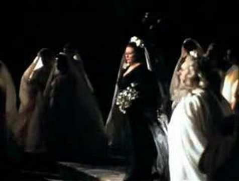 Opera norma singer montserrat caballe aria casta diva festival d 39 orange 1974 composer - Casta diva youtube ...