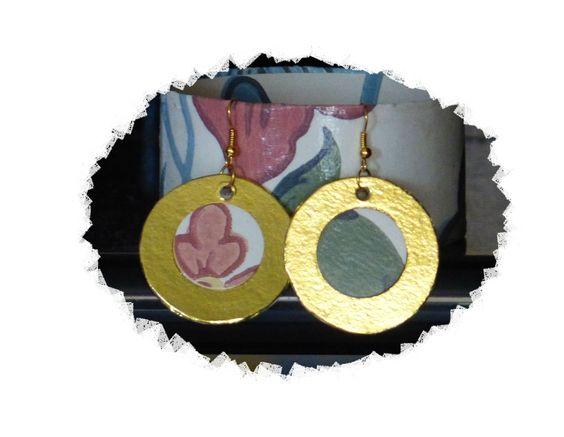bracialetto ed orecchini: rotoli carta igienica, carta da parati, carta dorata Carmen Benelli