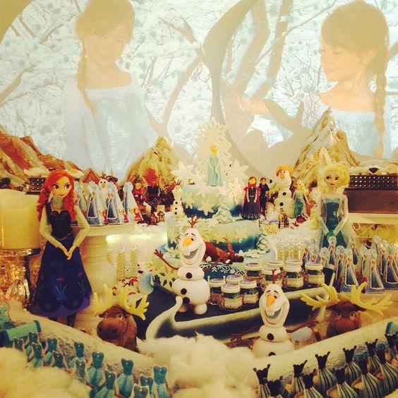 Festa Frozem está com tudo!!! Decoração @andreaguima5  Guloseimas personalizada @adrifaralli