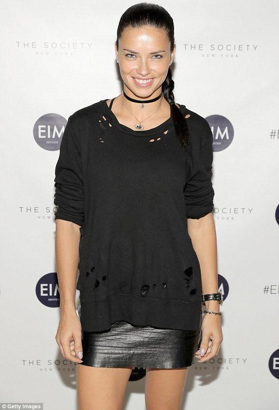 La super modelo Adriana Lima, 35, en el evento de caridad organizado por English in Mind Institute and The Society New York Model Management que junta fondos para la escuelaThursday at the Back To School Fundraiser en New York City.