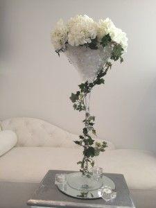 D co vase martini dahlias blancs et lierre mariage bleu for Deco quoi mettre dans un grand vase