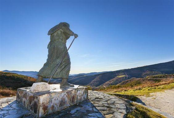 Monument aux pèlerins sur le Camino de Santiago, Lugo (Espagne)