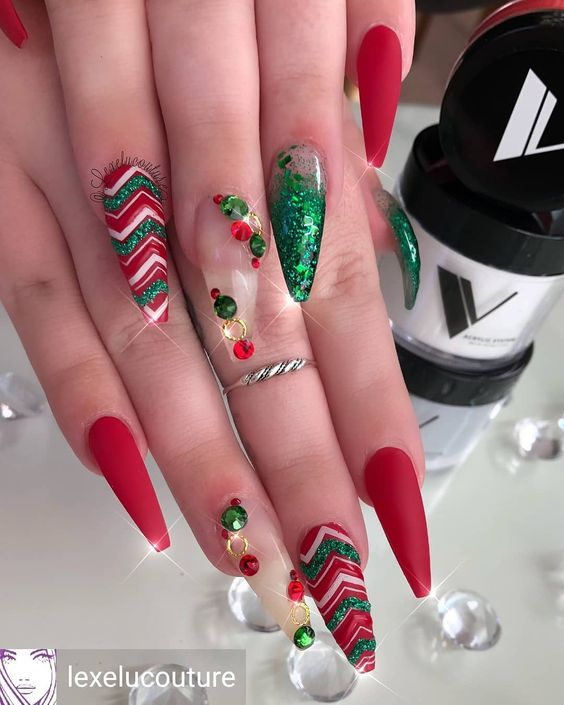Veronique S Shop On Instagram We Just Can T Wait For This Time Of The Year Shop Valentino Cute Christmas Nails Chrismas Nail Art Christmas Nail Designs