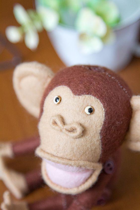 難易度★☆☆☆☆製作方法手縫いレシピ4ページ(A5サイズ)型紙1ページ(A3サイズ)目次1.チンパンジー(身長:13cm) 2.バナナ(長さ:5.5cm)&nbsp…