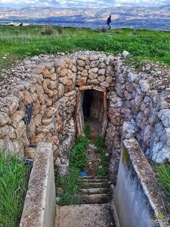 فلسطين الخنادق التي كانت تستخدم في حرب عام 1967م في منطقة عين الساكوت في الاغوار عدسة بهاء جيتاوي Garden Bridge Outdoor Structures Garden