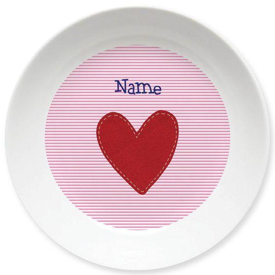 Sieht aus wie liebevoll aufgestickt - Herz-Teller für Mädels mit Namen