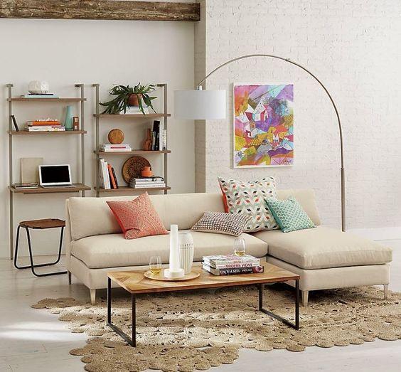 Salas com sofás modernos (grandes e pequenos):